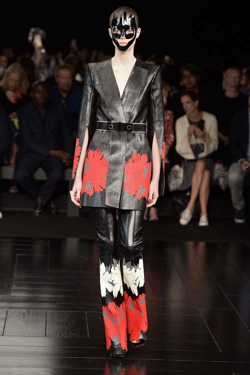 Alexander McQueen - Runway RTW - Spring 2015 - Paris Fashion Week