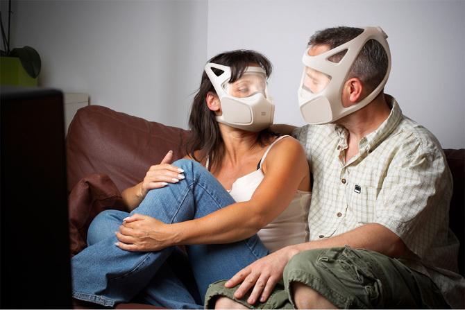 bilincli-moda-gaz-maskesi-tasarimi-artmanik