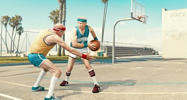 basketbol-oynayan-yasli-insanlarin-fotograf-serisi-artmanik-3