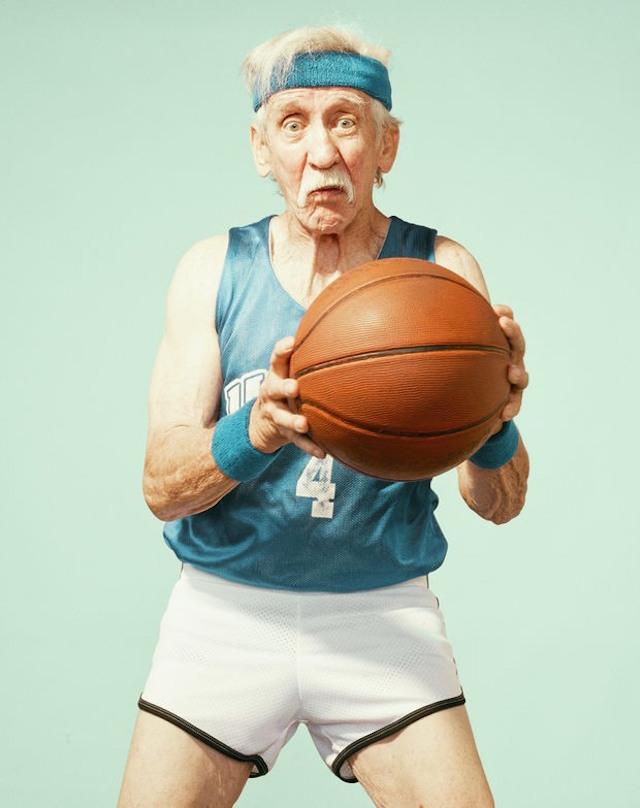 basketbol-oynayan-yasli-insanlarin-fotograf-serisi-artmanik-9