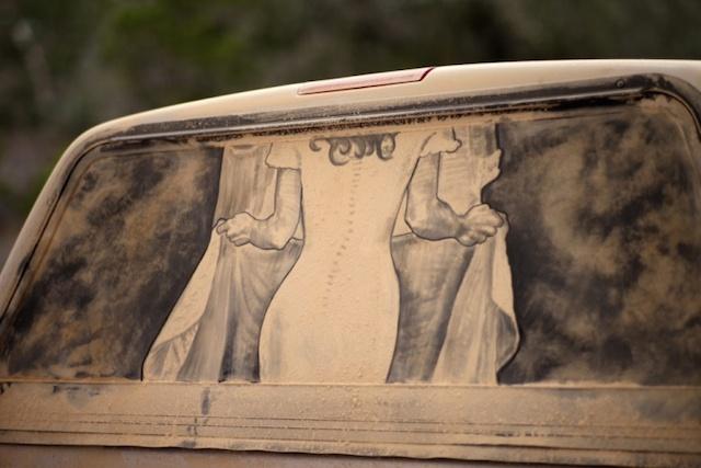 tozlu-araba-camlari-uzerindeki-sanat-artmanik-10