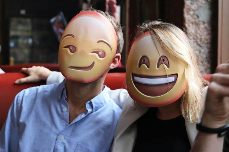 birbirinden-eglenceli-emojiler-artik-sokakta-artmanik-4