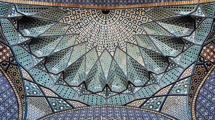 muhtesem-tavanlariyla-iran-mimarisi-camiler-artmanik-1