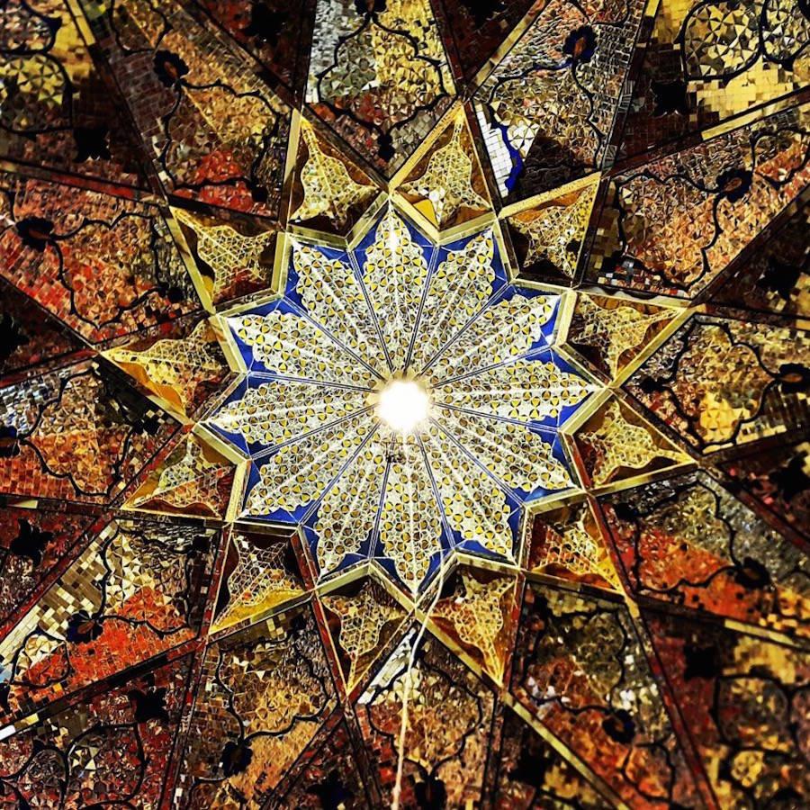muhtesem-tavanlariyla-iran-mimarisi-camiler-artmanik-13