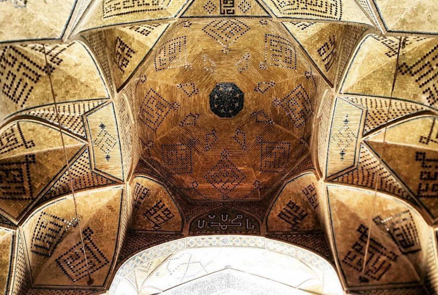 muhtesem-tavanlariyla-iran-mimarisi-camiler-artmanik-2