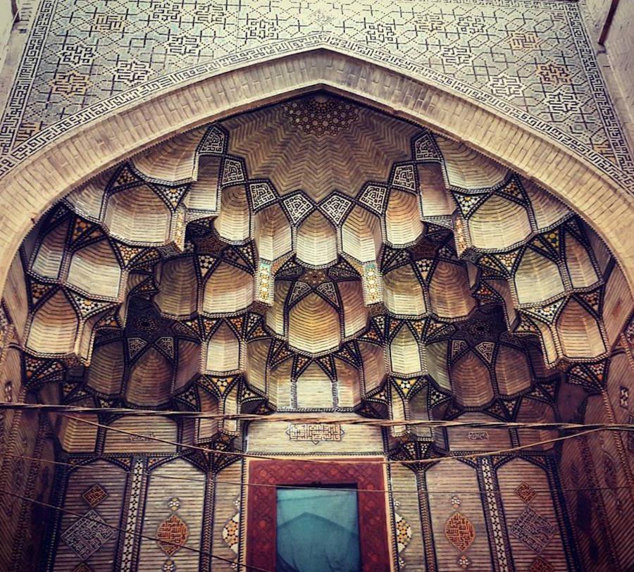 muhtesem-tavanlariyla-iran-mimarisi-camiler-artmanik-3