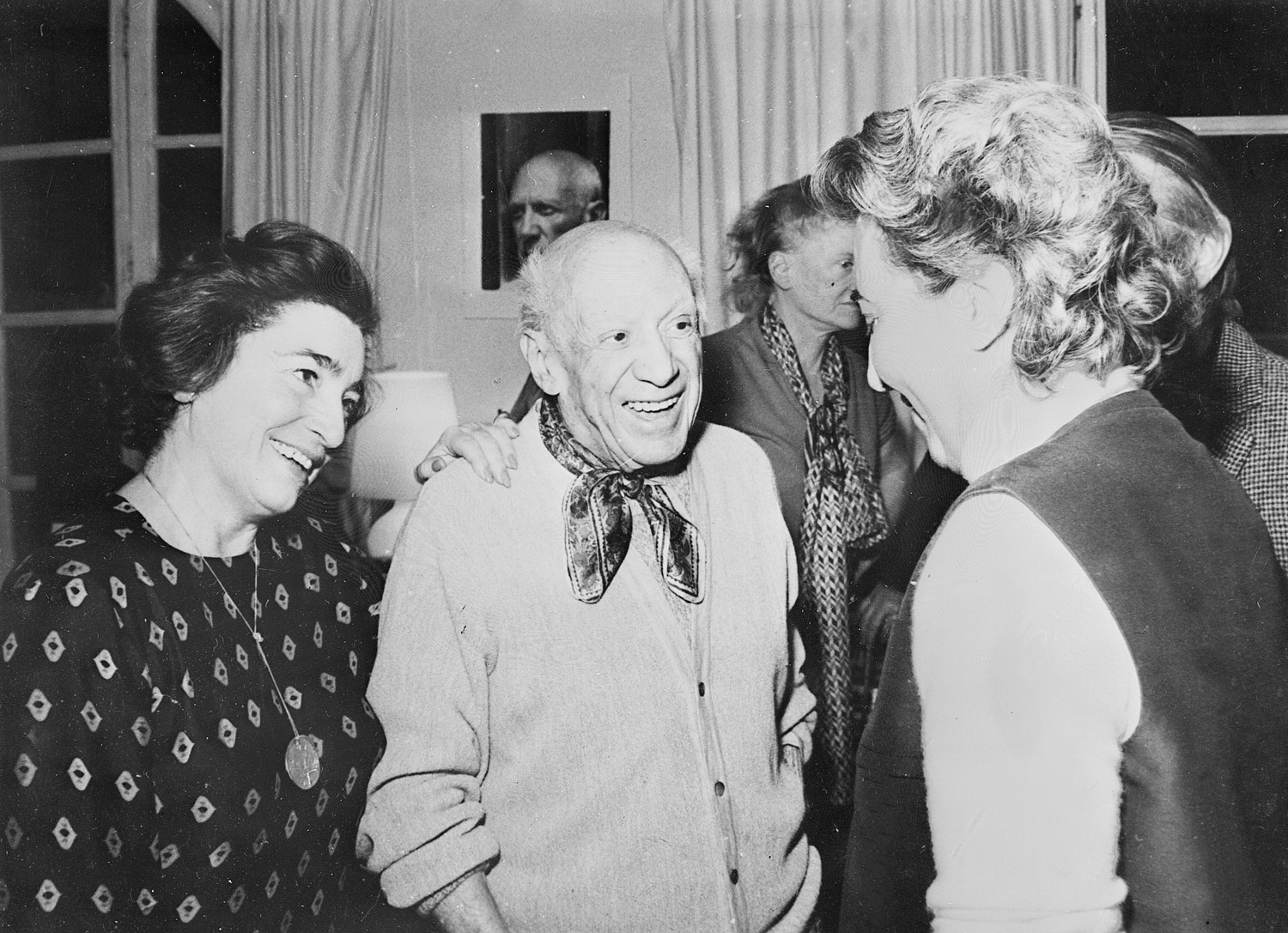 MOUGINS, FRANCE: Pablo Picasso and his wife Jacqueline (L) with friends duing a party at their home in Mougins, south of France. (Photo credit should read RAPH GATTI/AFP/Getty Images)