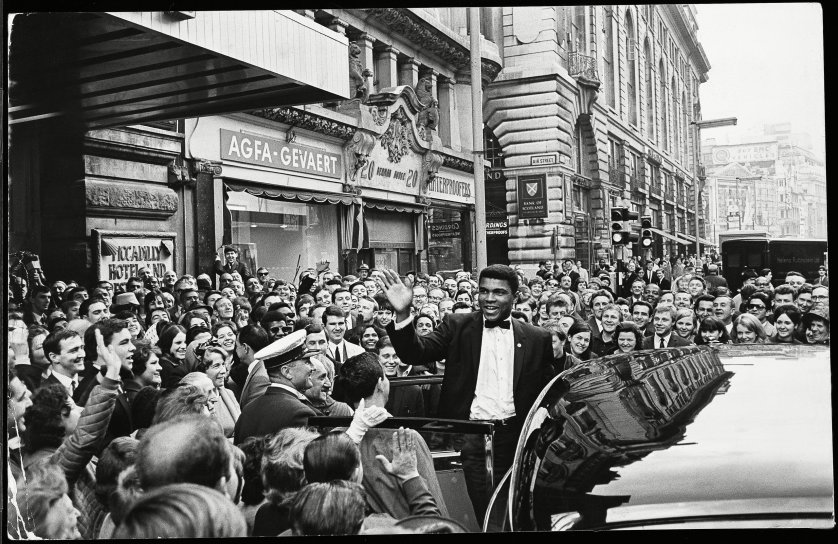 BTXJPY Muhammad Ali formerly Cassius Clay Arrives To A Warm Welcome At The Piccidally Hotel In London The Crowds Cheer Him On As He
